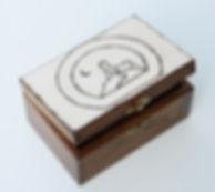 logo_firmy_na_pudełku_zamówienie_oryginalne_prezent.jpg