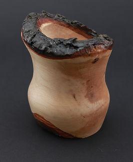 sosonowy świecznik, wytoczony z zachowaną korą, świecznik z drewna świeca