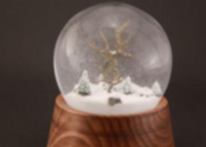 śniegowa kula szklana motyw natura para młoda zakochanych