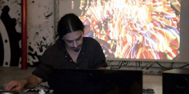 Performance Lino Strangis.jpg