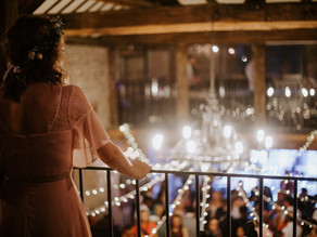 How to have fun flying solo at a wedding