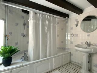 DELPHINE BATHROOM