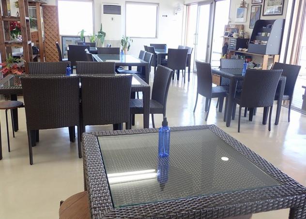 各テーブルにアルコールスプレー.JPG