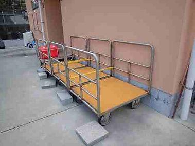 平沢マリンセンターの器材運搬用台車
