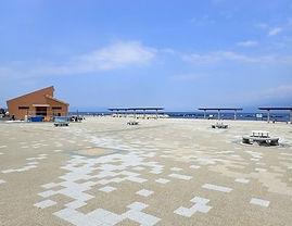 平沢マリンセンターの広々とした敷地