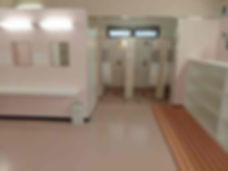 平沢マリンセンターの女性更衣室とシャワールーム