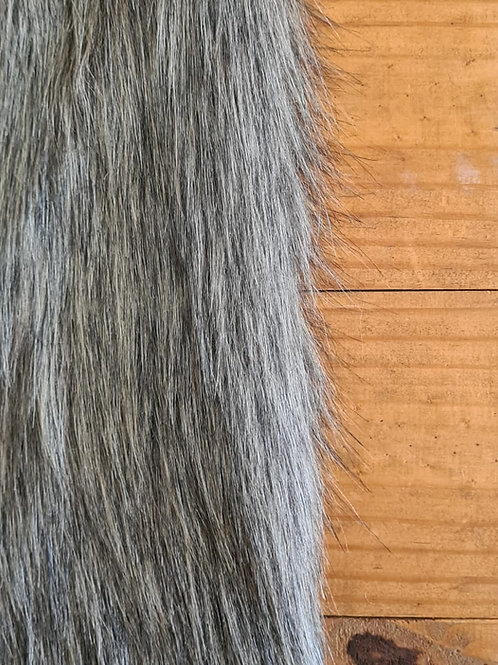 Pelúcia longa cinza escura