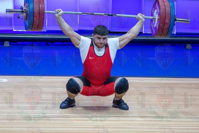 Andranik Karapetian 2nd snatch.jpg