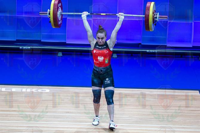 Joanna_Lochowska_good_lift_jerk_attempt.