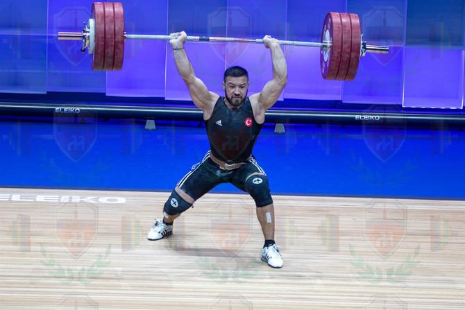 Daniayar Izmaylov 3rd jerk.jpg