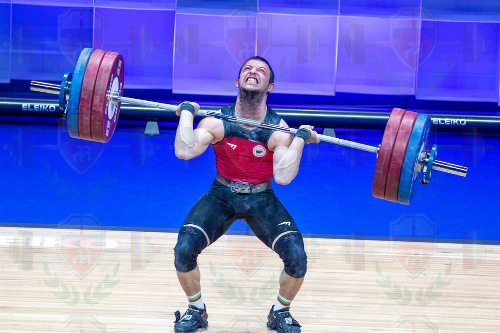 Petar Angelov jerk no lift.jpg