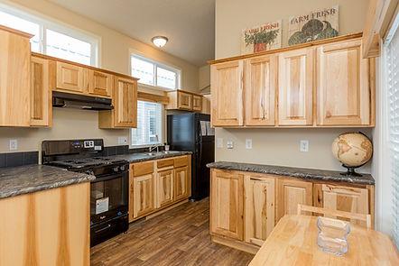APH 506 kitchen 1.jpg