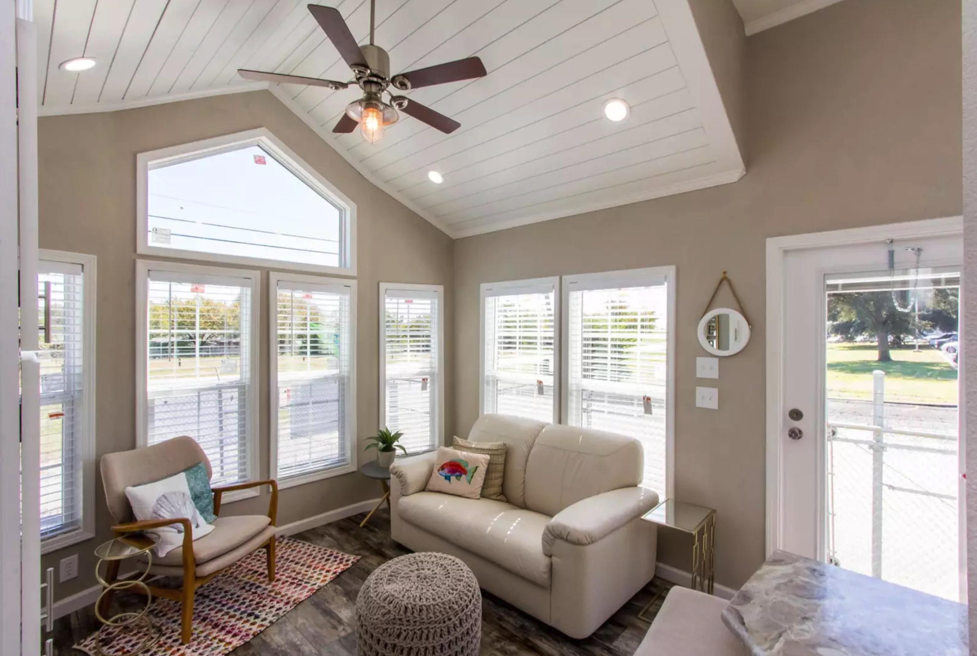 The Laguna APH-527 living room