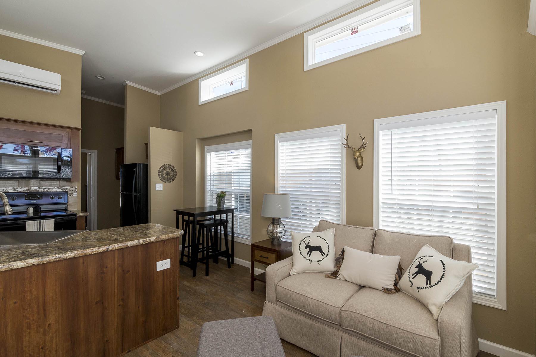 The Baja APH-532 living room 3