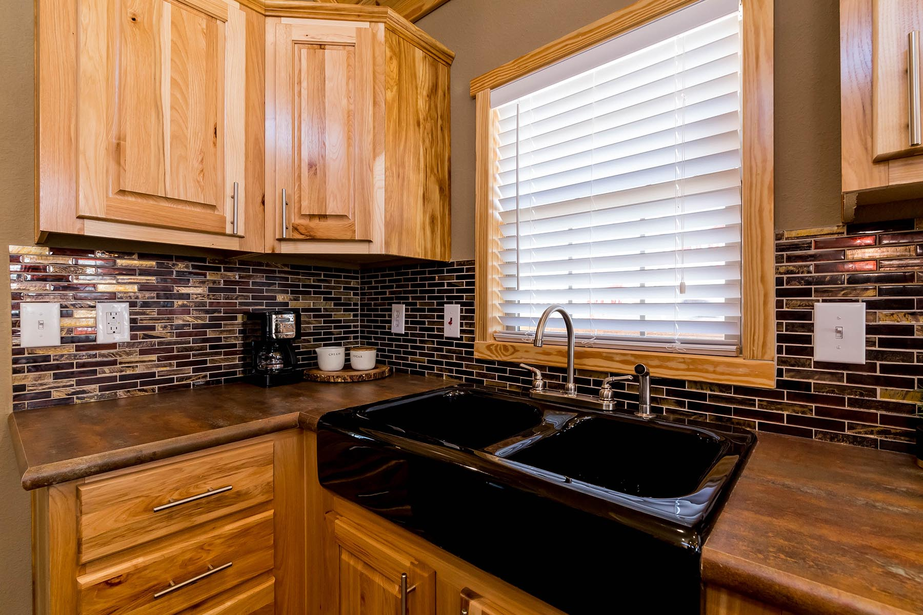 The Everest APH 716 Kitchen 4