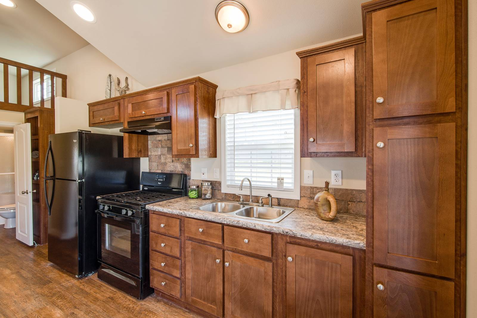 The Charleston APH-522A Kitchen