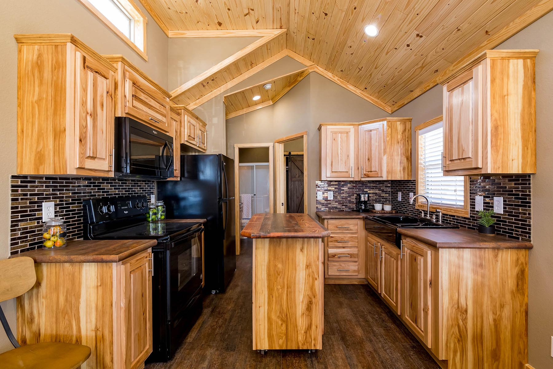 The Everest APH 716 Kitchen 6