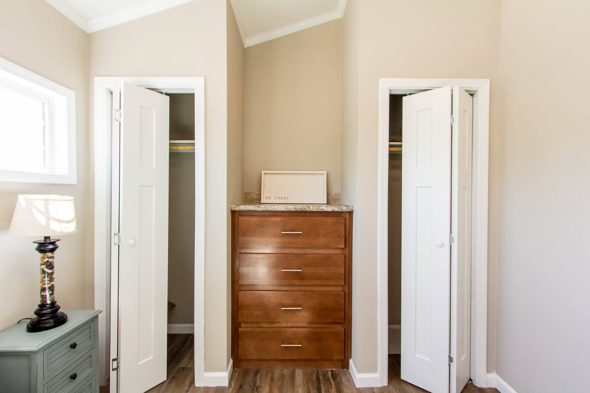The Kemah APH-522 Closets