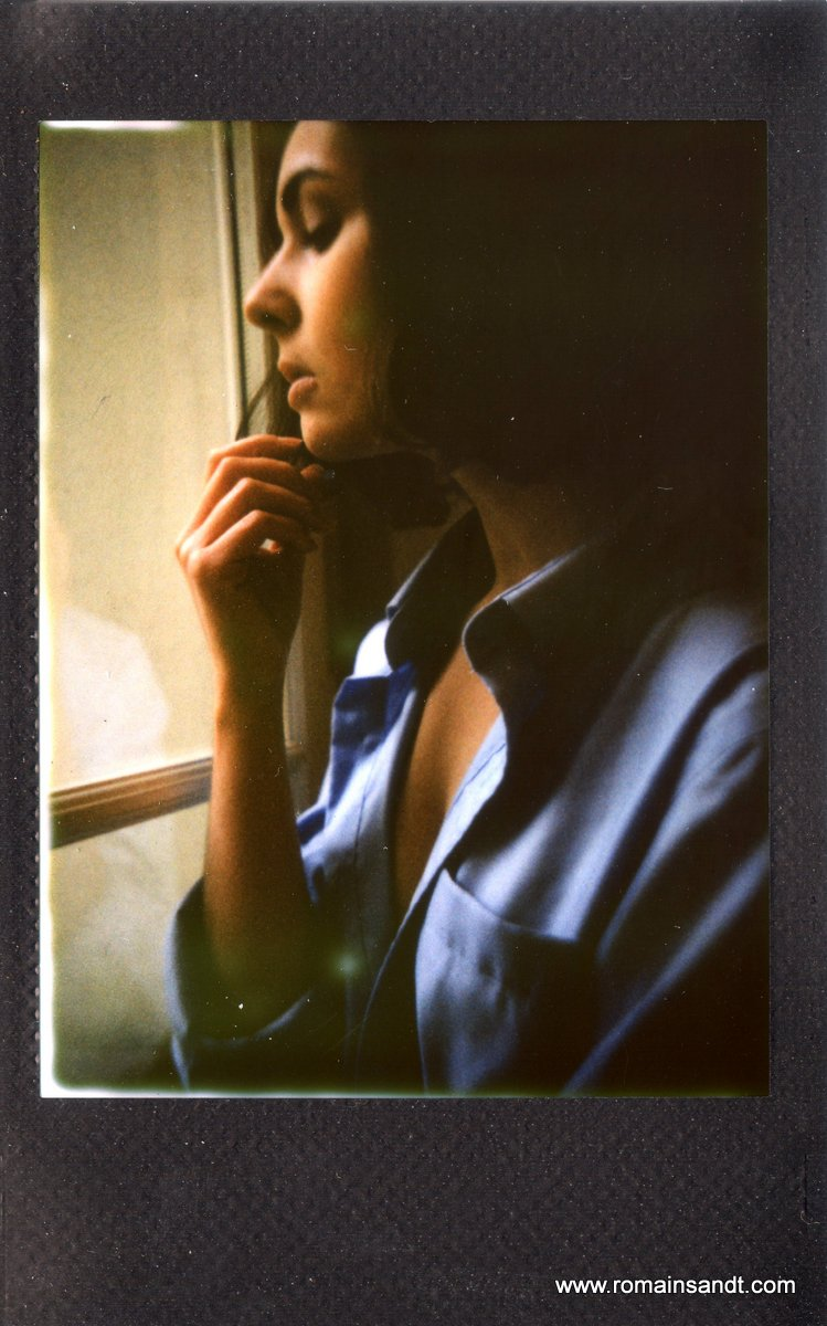 Before_christmas_at_the_window_-_Margot_Marie_Ménéguz_-_Romain_Sandt_-_Instant_intimes_volé_instax02