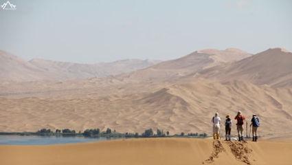 lake nuoertu in badain jaran desert