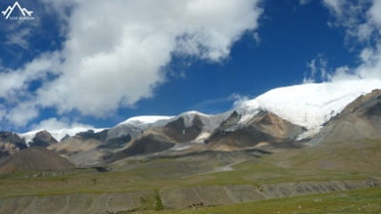la montagne sacrée Amnye Machen (6282m)