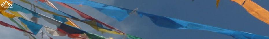 drapeux de prière sur la kora du gonggashan (minya konka)