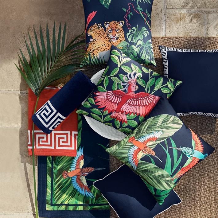 outdoor-printed-jungle-pillow-hummingbird-o
