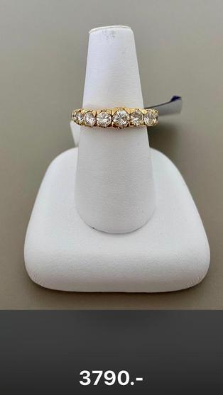 Flexible Ringe in Gelbgold, Rotgold und Weissgold (über 3 Ringgrössen dehnbar) mit weissen, braunen oder schwarzen Diamanten erhältlich. Toller Tragkomfort dank Flexibilität - sehr geeignet auch für Arthrose-Finger.