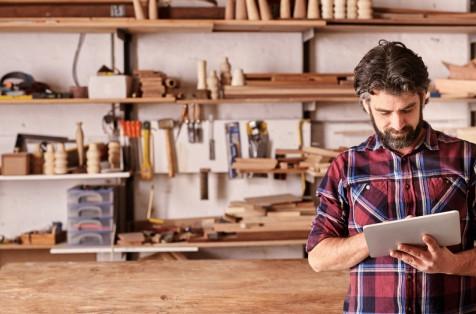 L'artigiano digitale in trincea - Il commento di Renato Mattioni