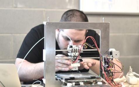 Quando l'artigiano si fa digitale. Al via i corsi per falegnami e tessitori