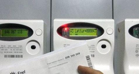 Fisco 'gonfia' bollette elettriche di Pmi: pagano energia 2 miliardi in più di media Ue