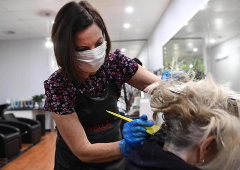 Parrucchieri ed estetiste: documento tecnico INAIL sull'ipotesi di rimodulazione delle misure conten