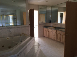 Old jacuzzi and double sink