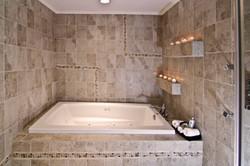 Master bathroom - jaccizzi