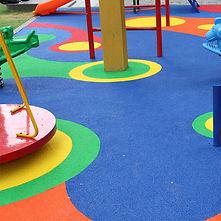 бесшовные покрытия, покрытие для детских площадок, бесшовное покрытие из резиновой крошки, спортивное резиновое покрытие, резиновая крошка