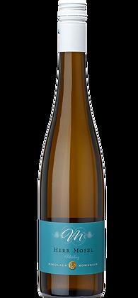 2018 Herr Mosel Riesling QbA trocken, 3.75 dl Halbe Flasche