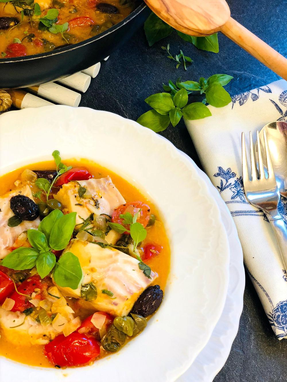 Kabeljau im mediterranen Tomaten-Gemüse-Sud (Low Carb & Keto-freundlich)