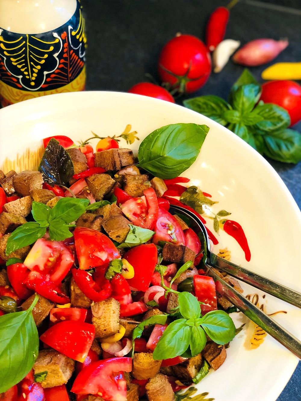 Panzanella -  der italienische Brotsalat (Low Carb & Keto-freundlich)