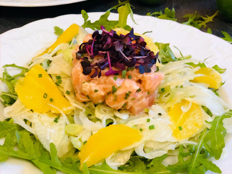 Lachstatar auf Fenchel-Orangen-Rucola-Salat (Low Carb & Keto-freundlich)
