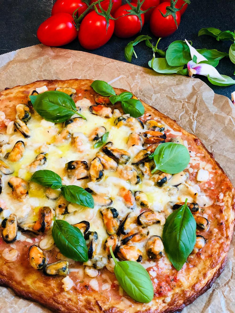 Pizza Frutti di Mare mit Thunfischboden (Low Carb & Keto-freundlich)