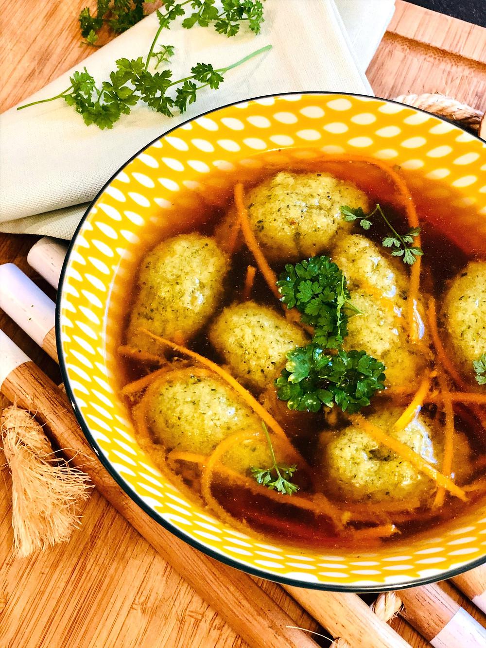Keto Brokkoli-Nockerl in herzhafter Fleischbrühe Low Carb Brokkoli-Nockerl in herzhafter Fleischbrühe Schnelle Keto & Low Carb Gerichte