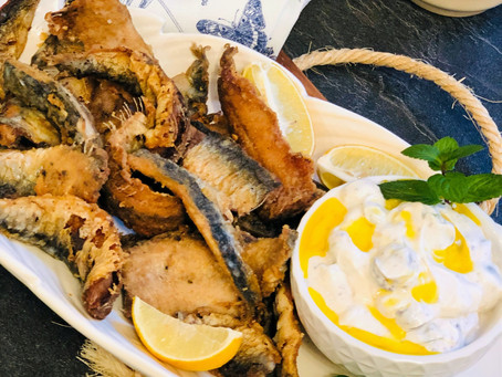 Frittierte Sardinen mit feiner Oliven-Frischkäse-Jogurt-Creme  (Low Carb & Keto-freundlich)