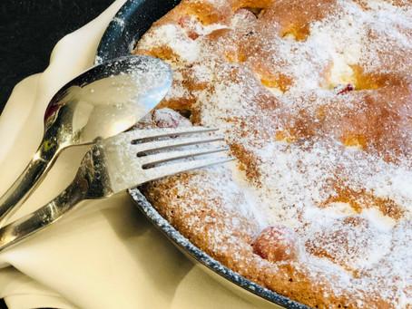 Fluffiger Low Carb Ofenpfannkuchen mit Stachelbeeren