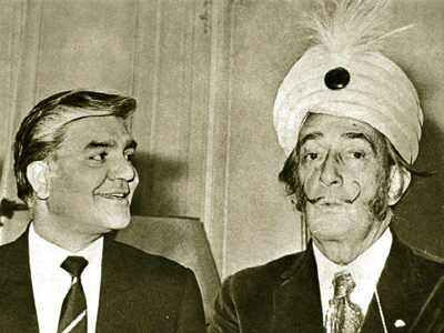 SALVADOR DALI WITH AIR INDIA MANAGER.jpg