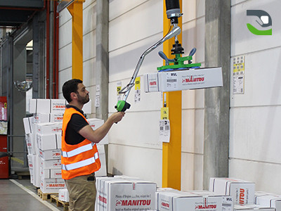 ergoplus-manutention-cartons-manitou.jpg