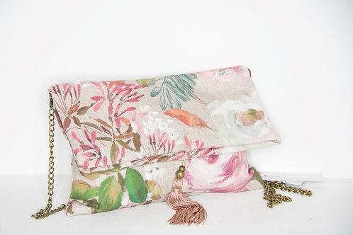 Clutch floral rosa de algodón orgánico.