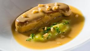 Foie-gras salteado en caldo de garbanzos, una receta de Hilario Arbelaitz del  Restaurante Zuberoa