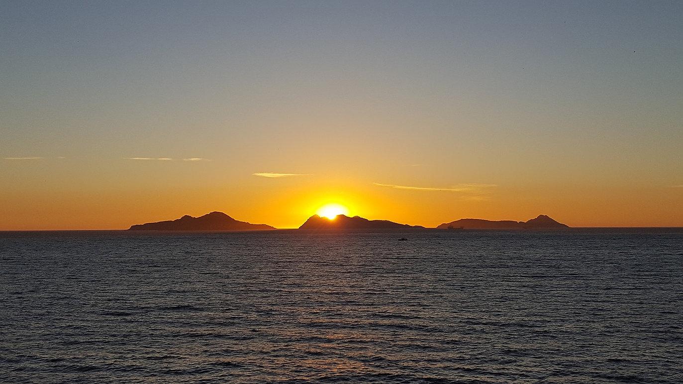 sunset-2207969_1920.jpg