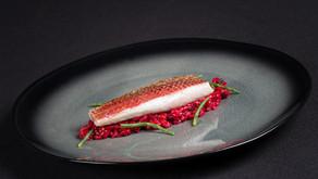 Salmonete, con pasta puntallete cremosa de remolacha, el salmonete del Restaurante Alabaster