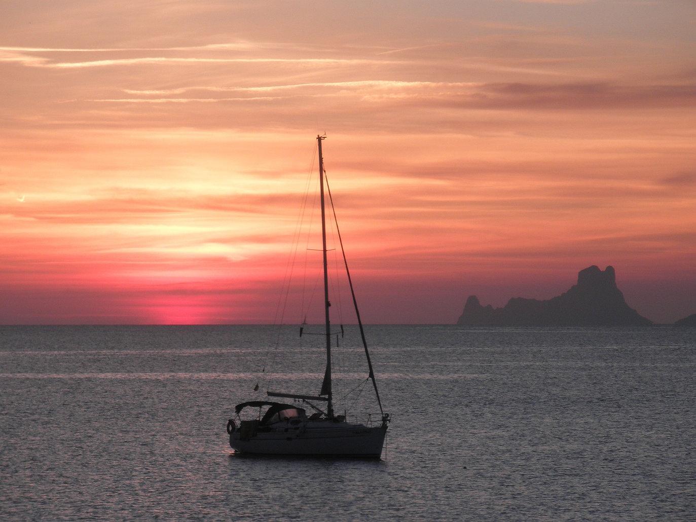 sunset-1320645_1920.jpg